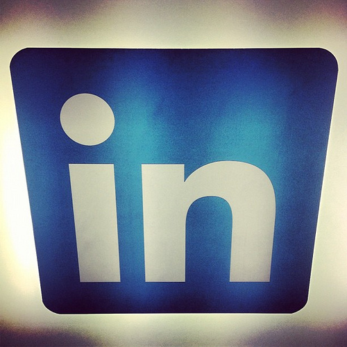 8 Best Practices for Effective Social Sharing on LinkedIn