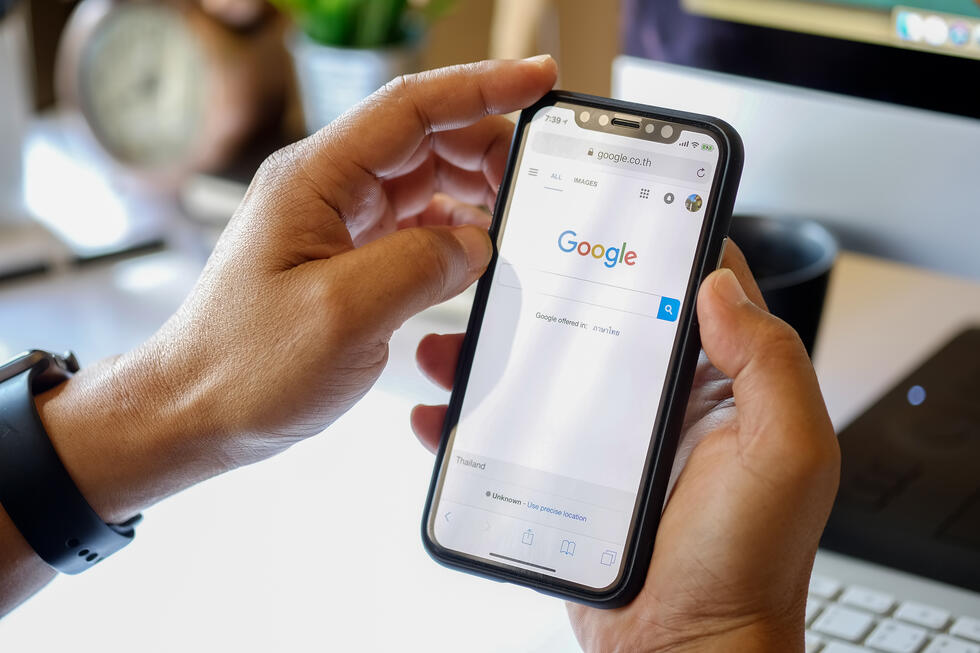 Google's Upcoming Redesign Adds Favicons To Mobile Search Results