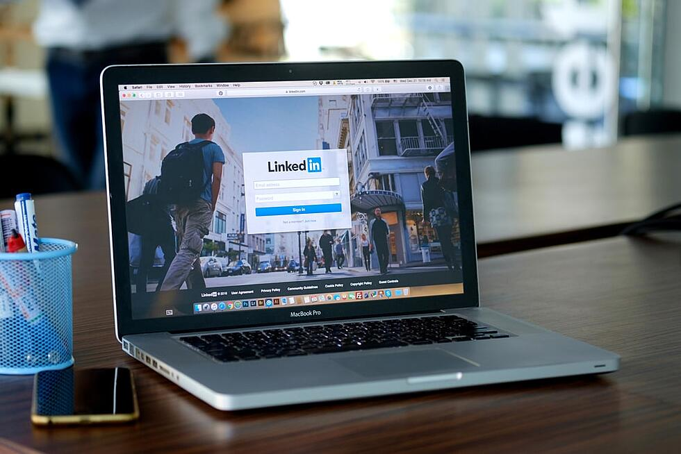 27 powerful LinkedIn business pages examples to inspire you