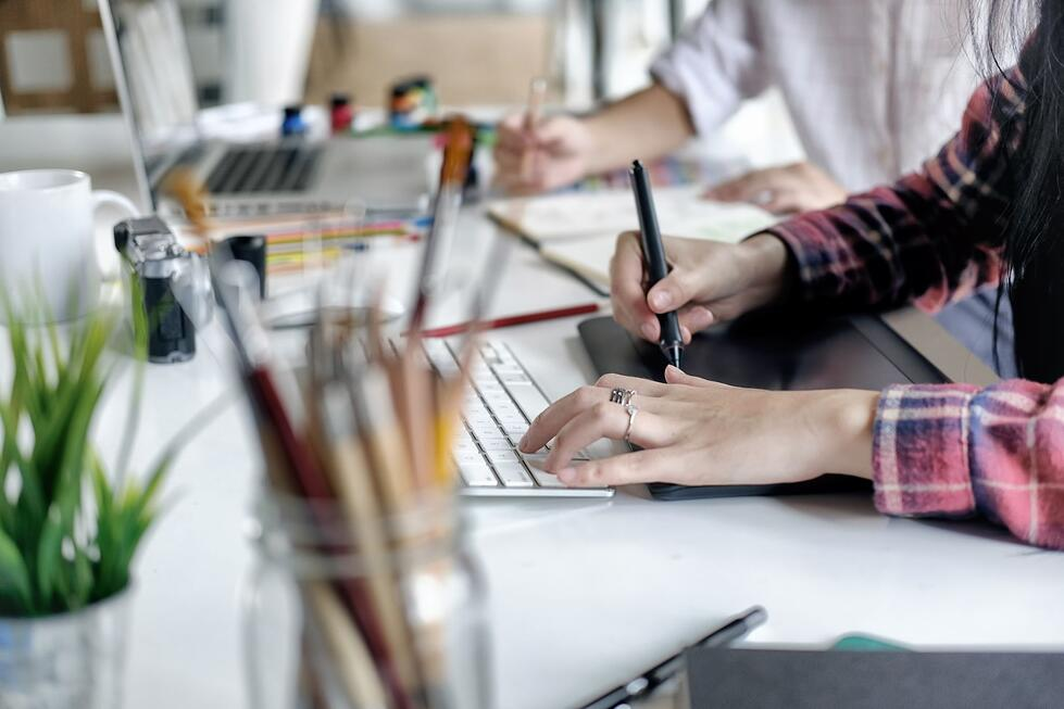 Top 8 benefits of a HubSpot partner agency vs. a digital marketing freelancer