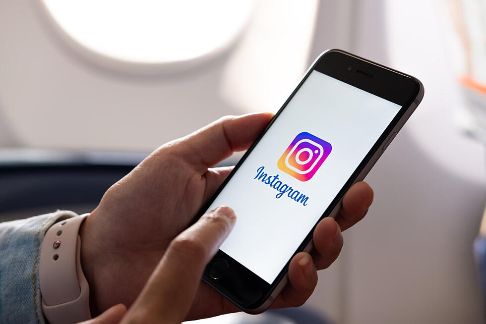 "Is Instagram Testing an ""Orders"" Story Sticker?"
