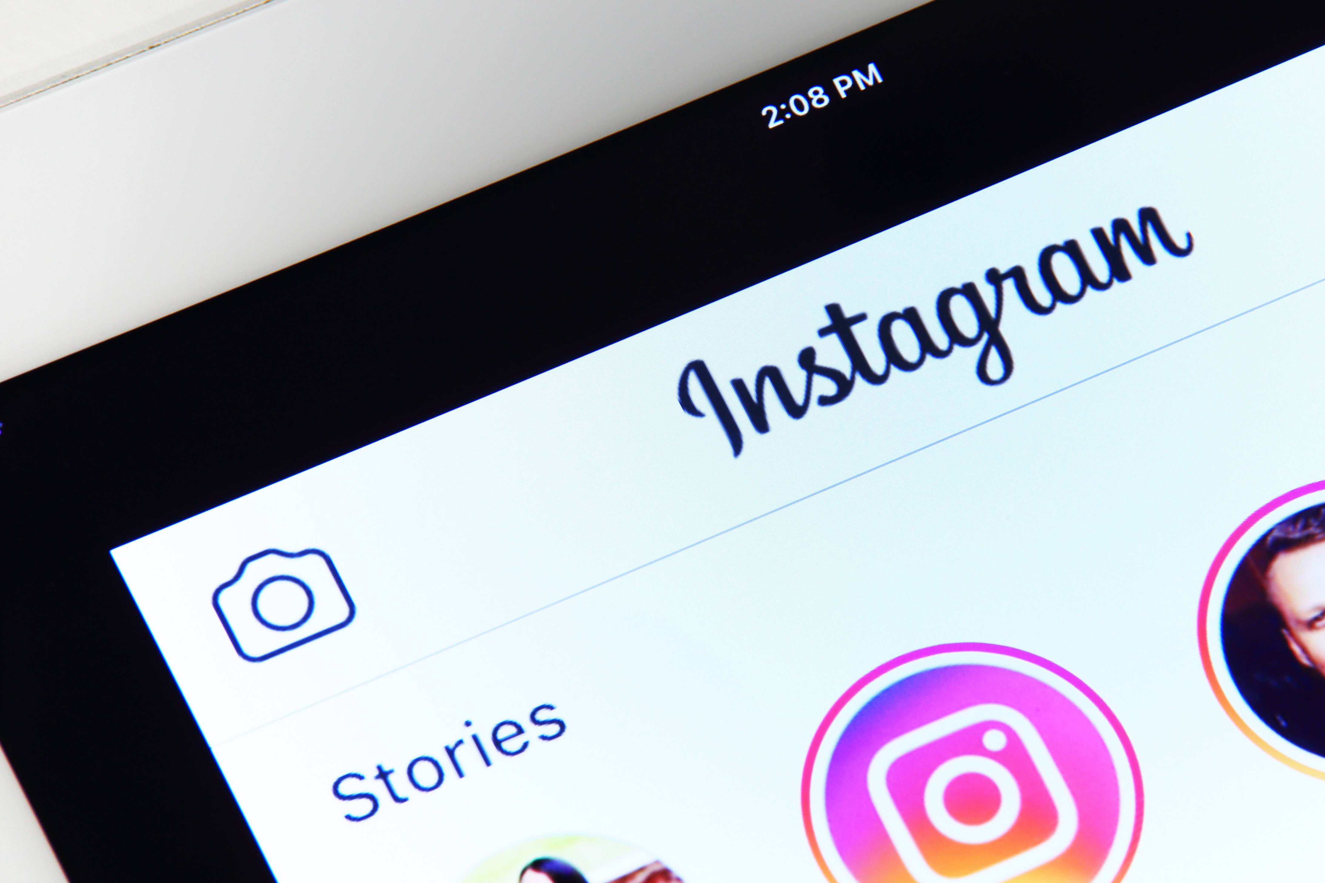 Instagram Story School: What it is and How Marketers Can Benefit