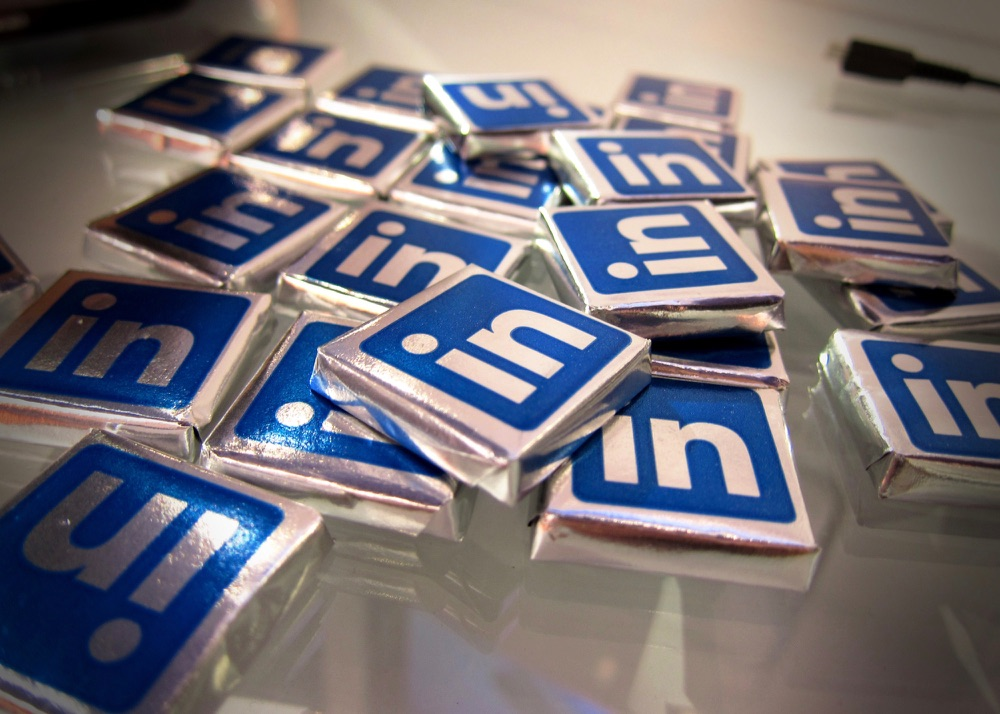 LinkedIn Advertising: 5 Strategic Tips to Know Before You Spend a Dime