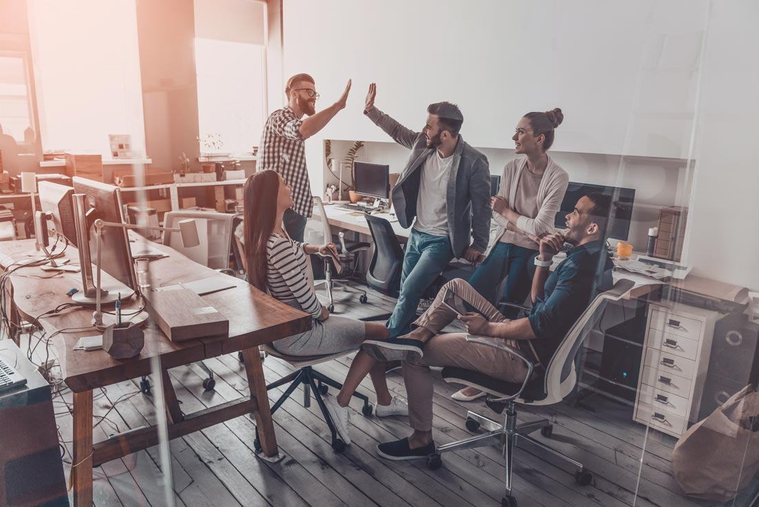 2 Ways to Get Your Sales & Customer Success Team Working Together