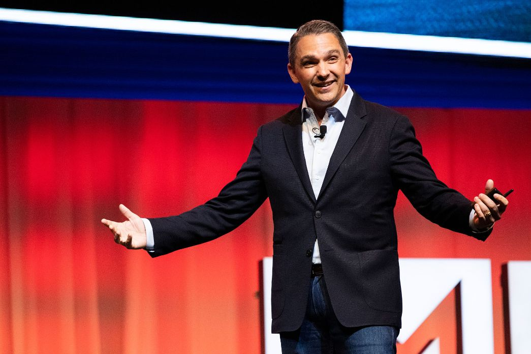 The 5 triggers of brand authority from DigitalMarketer's Ryan Deiss [Video]